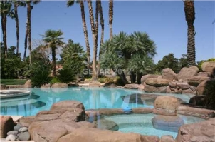 Former MLB Pitcher Greg Maddux Selling His Las Vegas House For $2.25M