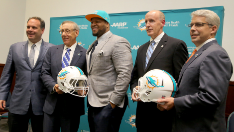 Ndamukong Suh Signs with Miami Dolphins, and Lists His Detroit MI Home for $3.45M