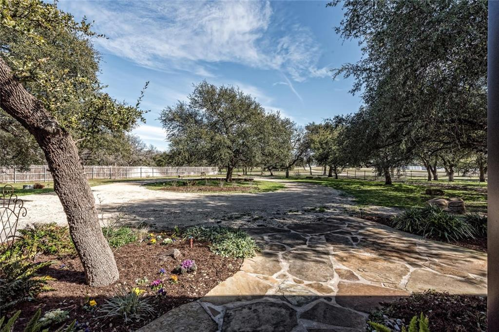 LUXURY BARNDOMINIUM For Sale Listed by Magnolia Realty, Waco TX